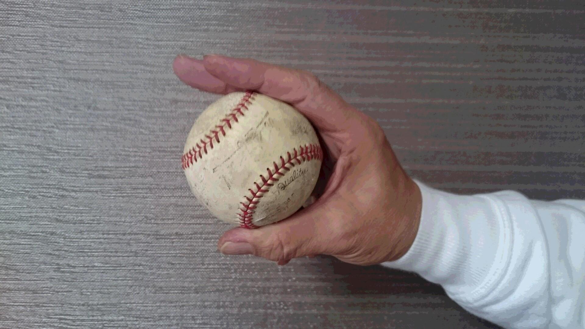 チェンジアップボールで指を浮かせる握り