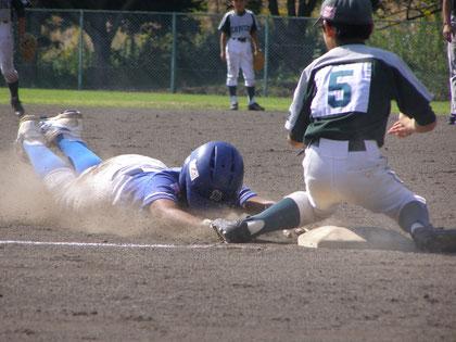 野球のヘッドスライディングは思い切りよく
