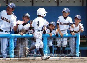 少年野球ベンチから応援