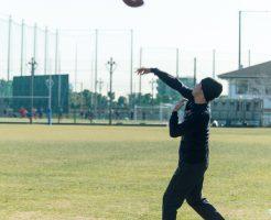 ラグビーボールを使ってプロもやっている正しい投げ方の練習とは?